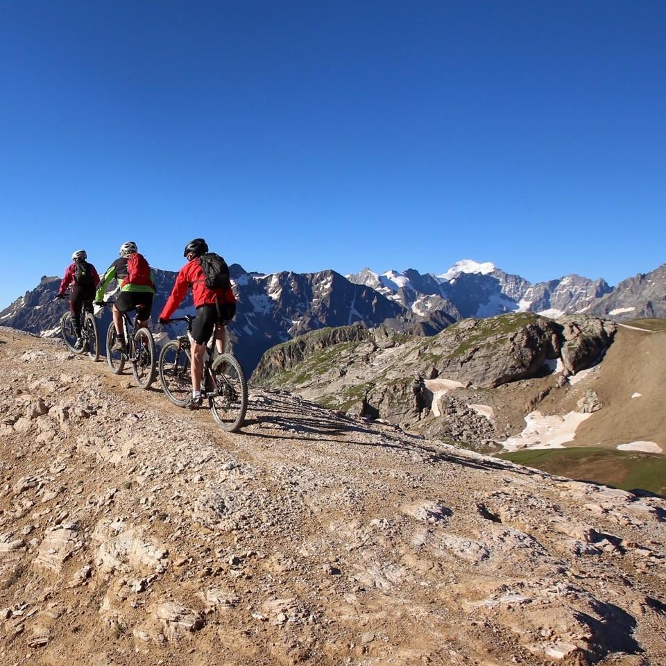grande traversée vtt des hautes alpes, traverséee vtt des alpes, Fabuleuse traversée des Alpes, Grande traversée des Hautes Alpes, Enduro Trip® Oisans, Grande traversée des Hautes-Alpes