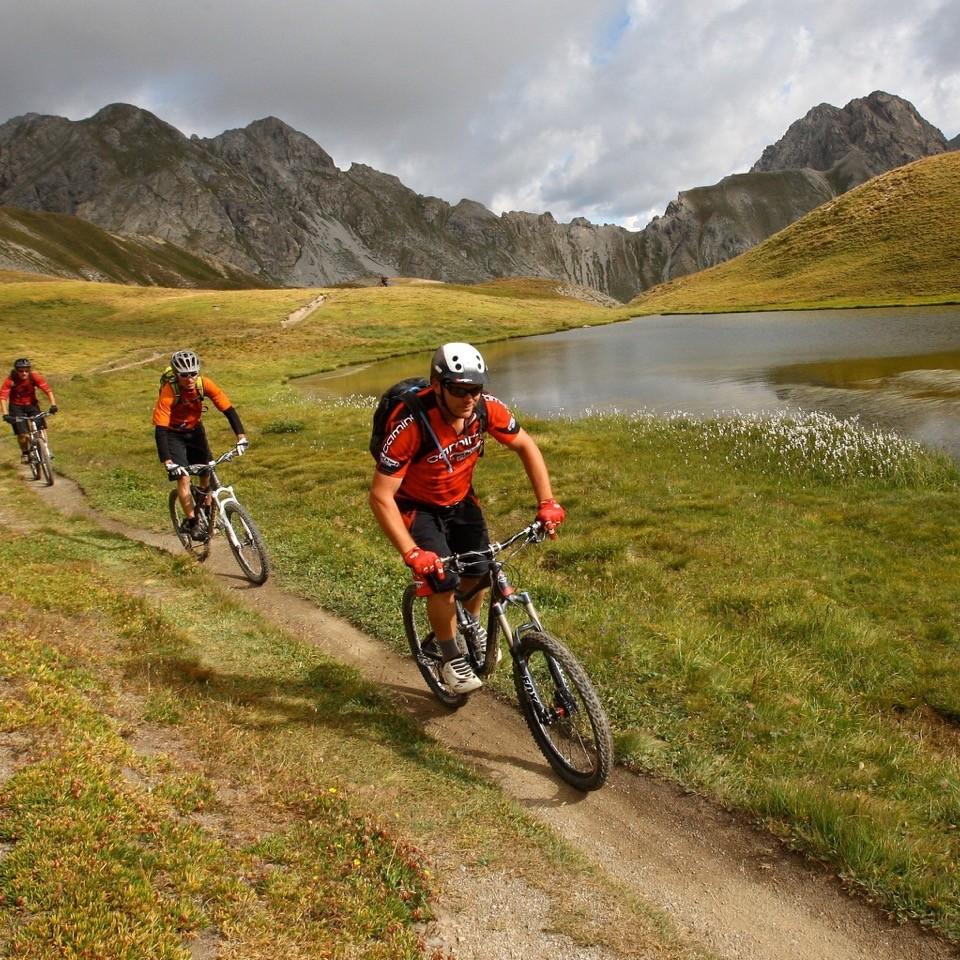 tour vtt du queyras, grande traversée vtt des hautes alpes, traverséee vtt des alpes, Fabuleuse traversée des Alpes, Grande traversée des Hautes Alpes, tour vtt du Queyras, Séjour vtt enduro dans le Queyras, Enduro Trip Queyras, Queyrastafary, Grande traversée des Hautes-Alpes